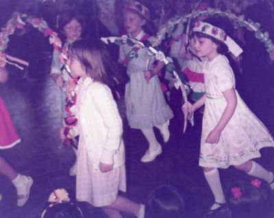 Country_dancing_first_school_crop
