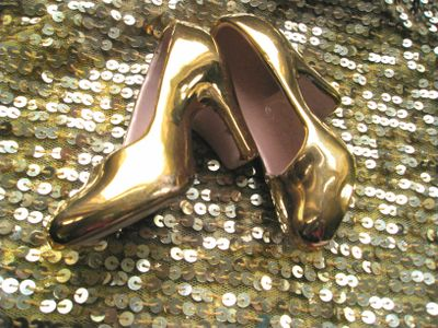 Sequins_gold_shoes_crop