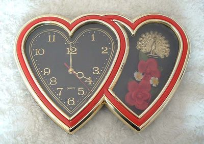 Red_heart_wall_clock